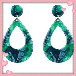💕pretty green acrylic drop earrings 💕